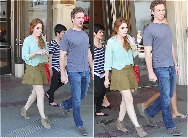 . 17JUIN.2012 - La belle Holland Roden a était vu en compagnie de son chéri allant et sortant du cinéma .