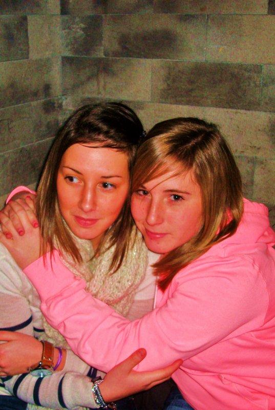 .8. .-. .J. .U. .L. .ii. .E. .E.      L'amitié c'est comme l'antiquité , avec le temps cela prend de la valeur !(l)