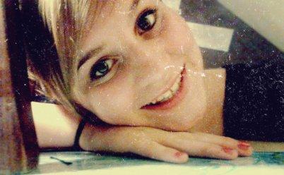 Je m'appelle Manon, J'ai 14ans, Je suis née le 7novembre 1997.