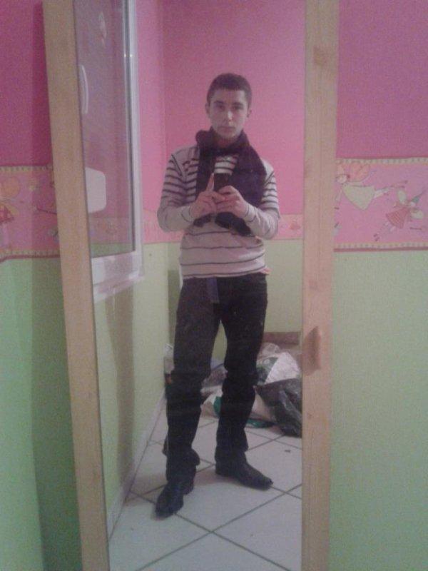 moi en mode bg chez mon frere