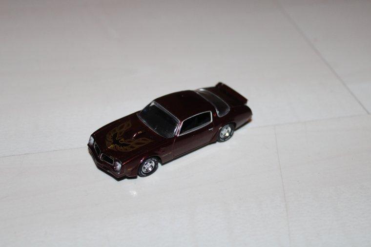 auto World  Pontiac Firebird 1976
