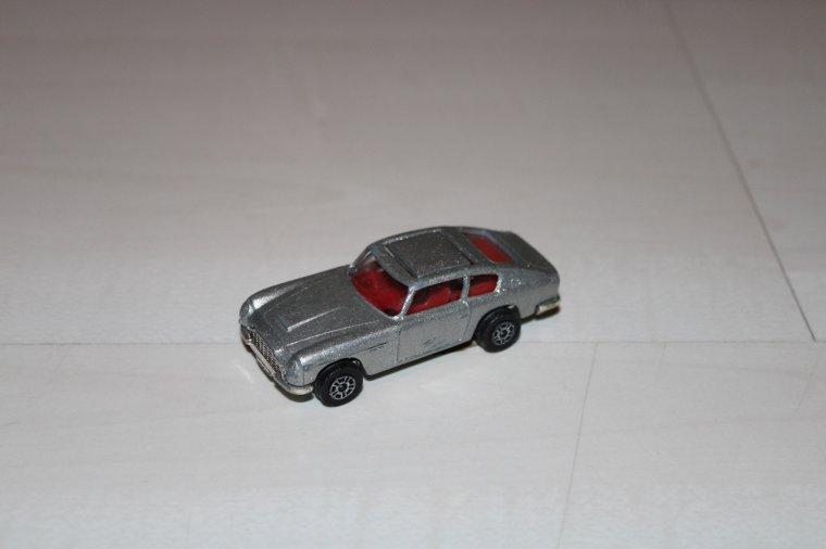 corgi range rover