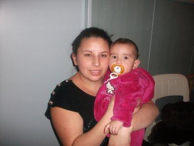 ma femme et moi et nontre petit fille