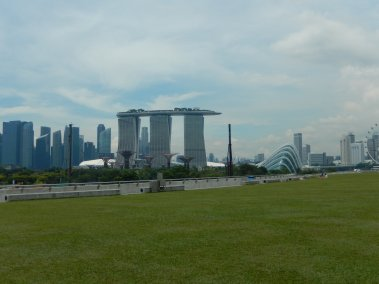 #70 - Marina Barrage & Christmas is Coming