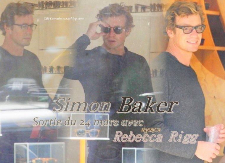 News Simon Baker était vue en compagnie de sa femme Rebecca Rigg dans un magasin d'optique... Voici les photos