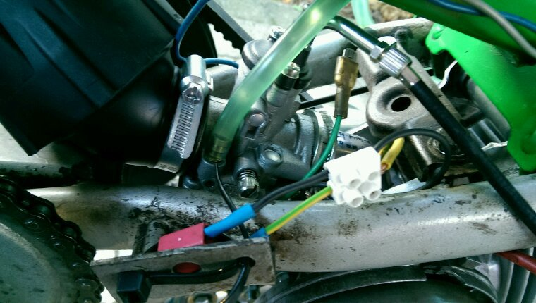 Peugeot 103 vert, presque fini