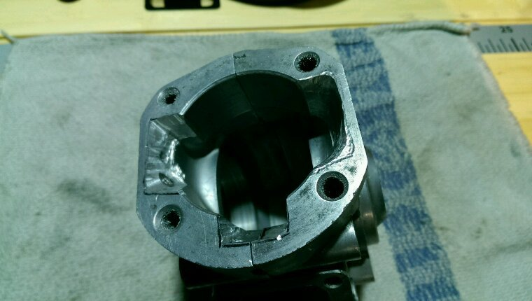 Réparer les carters moteur...