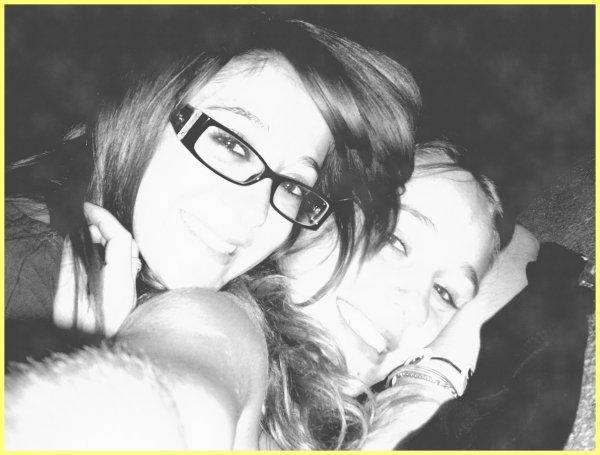 Les amies sont les poumons du coeur, elles nous font oublier les malheurs, elles nous aident à chaque instant, et on les aiment tellement .
