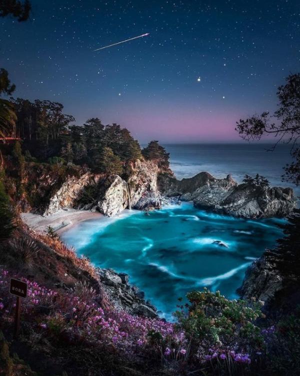 Les chutes McWay en Californie (USA) ...
