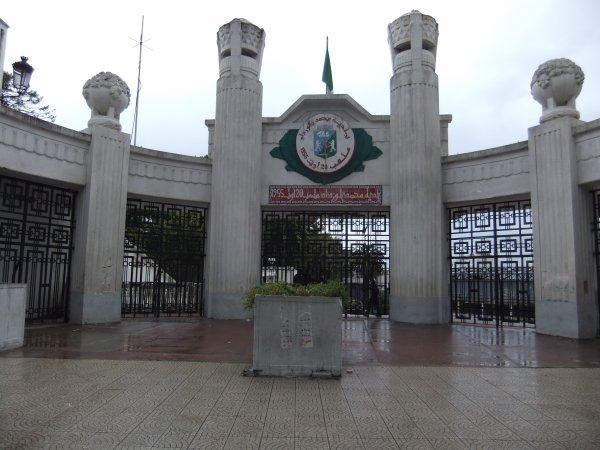 Visite du stade du 20 ao t ex stade municipale d 39 alger for La porte municipal court