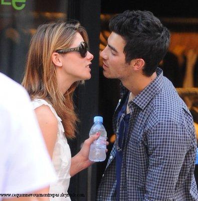 . Ferme ta bouche tu vas gober les mouches.  . Ashley Greene et Joe Jonas ? Vous en pensez quoi ? C'est la Lovato qui va être contente .  .