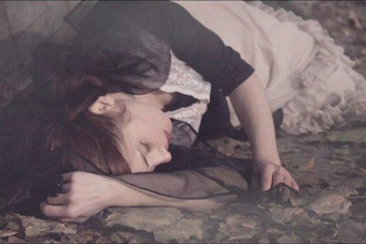 """"""" Je voudrais que quelqu'un m'attende quelque part """" -  Anna Gavalda"""