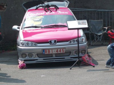 voiture<>rose<>tuning
