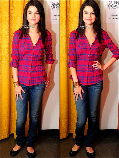 Photos personnelles de Selena datant de ces derniers jours à Toronto (Canada).