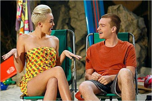 """Miley cyrus dans la serie """" mon oncle charlie """" ."""