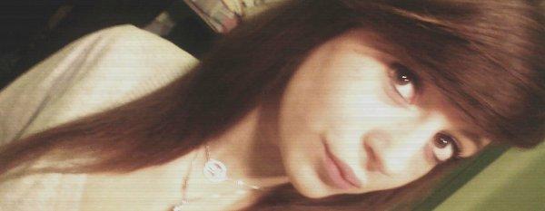Songe après songe tu me manques , et les peines ne disparaissent pas. Et jour après jour je songe , à courir très doucement vers toi . Mais toi tu ne me connais plus après tout ce temps je t'ai vraiment perdu ; et elle se range à tes côtés pendant que j'en oublie tes baisers.     Berceuse - Coeur de Pirate ♥