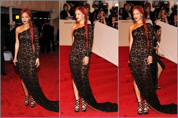 . 02/05/11 ~ Rihanna, époustouflante, sur le tapis rouge du « Met Ball » 2011, à New York. .