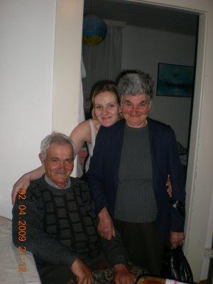 Mes grands-parents et moi pendant leurs vacances ici en suisse