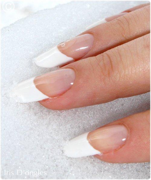 Des faux ongles... Naturellement! :-)