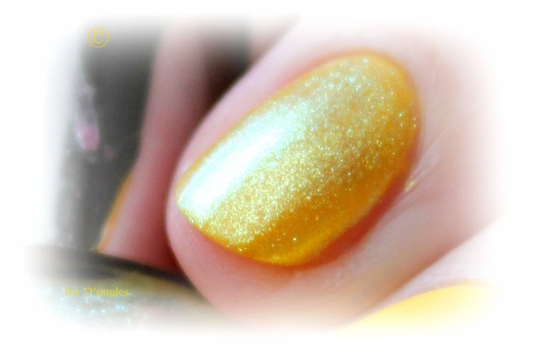 Superposition vernis EASY PARIS N°506 sur base jaune Miss Europe (l)