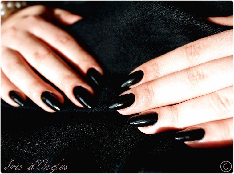 Sobrement noir...