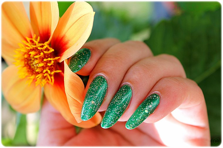 "Superposition: N°151 de chez Debby sur N°926 ""HD Nails"" de chez Sinful Colors ♥"