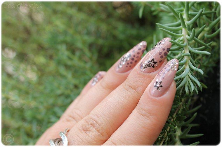 """Nail Art """"Des Pois et des Fleurs au Féminin"""" (l) (l)"""