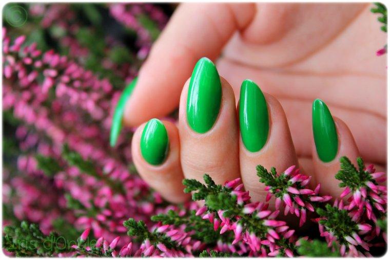 """Test: vernis N°391 """"Grass Green"""" de chez KIKO."""
