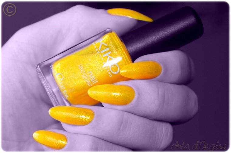 "Superposition: vernis N°269 ""Microglitter Yellow"" de chez KIKO sur laque jaune de chez Miss Europe!"