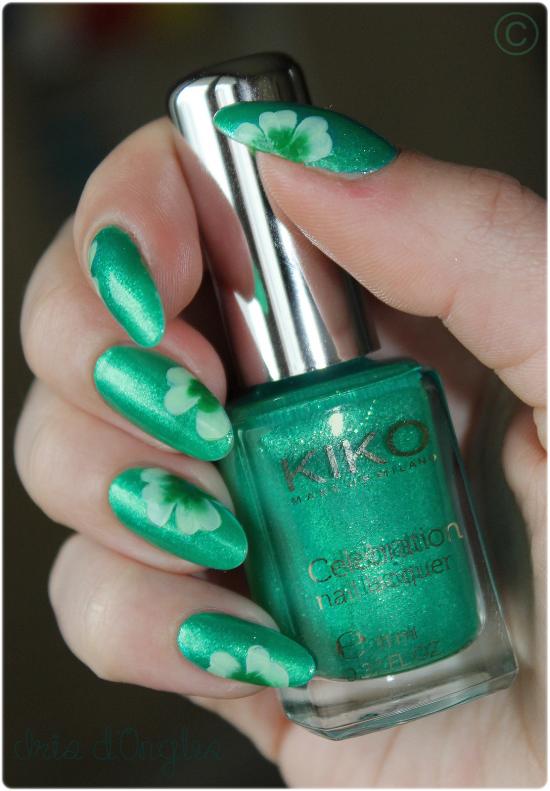 Nail Art de la Saint Patrick... Mon premier one stroke! :)