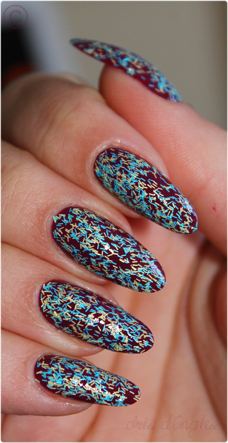 Superposition: vernis N°033 Brighton de chez Nails Inc (Feathers) sur Casino Royale de chez OPI! (l)