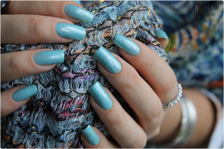 Superposition-test: vernis Colada Fizz de chez Revlon sur vernis N°96 Party Blue de chez Colorama (l) (l)