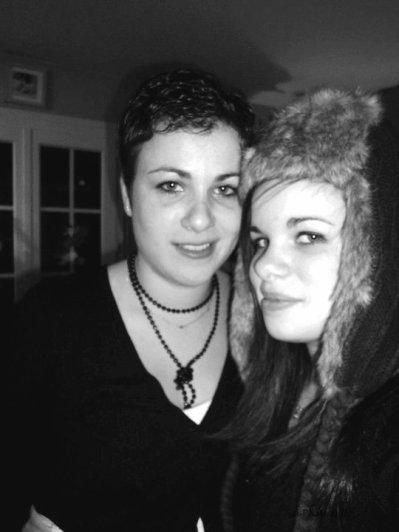 Ma soeur, la plus belle, la plus gentille des soeurs! Ouuuuin, comment t'es trop parfaite, sauf que t'as un peu un caractère a la con ( comme moi ). Y a des engueulades, mais des soeurs sans engueulades j'crois c'est pas des soeur mdrrr! J'tm plus que tout ma Soeur ! ;D