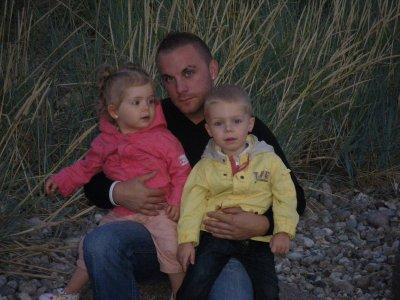 mon homme et ses bebes!!!
