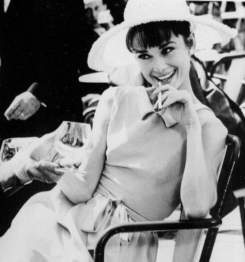 """"""" Audrey Hepburn ne correspond à aucun cliché et il ne s'en trouve aucun qui puisse s'adapter à elle. """""""