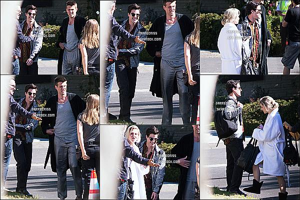* 28/04/17 : Darren C. a été vue une nouvelle fois sur le tournge de la saison 3 de - « American Crime Story ». Darren était en compagnie des acteurs de la série. Il est ravissant et souriant, ça fait plaisir de la voir comme ça. J'aime bien sa tenue. Top pour moi  *