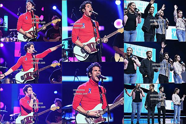 * 06/04/17 : Darren C. était présent lors de l'événement « We Day » où il a peformé, qui avait lieu dans New York. Darren est monté sur la scène du We Day et a également chanté pour soutenir une bonne cause. J'aime bien les deux tenues qu'il porte. Deux Tops.  *