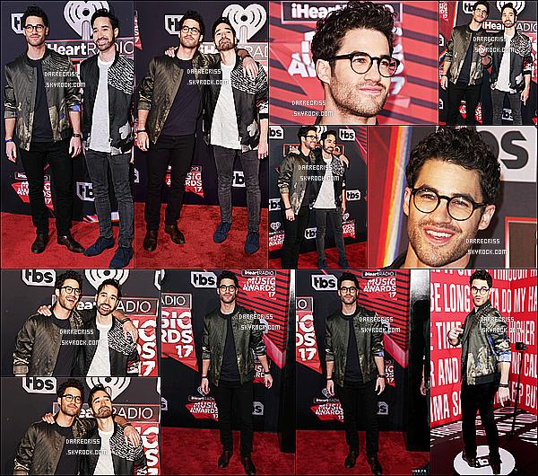 * 05/03/17 : Darren était présent lors de l'événement « iHeartRadio Music Awards » au forum de Inglewood. Darren est vraiment ravissant. Les lunettes lui vont bien je trouve. Pour une fois il porte une tenue plus simple que j'aime toujours autant. Un Top !  *