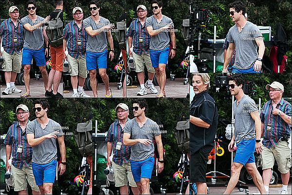 * 05/05/17 : Darren était une fois de plus sur le tournage de la saison 3 de la série - « American Crime Story ». Darren était vraiment superbe. J'aime bien ses lunettes de soleil. Ses deux tenues sont très jolies, ainsi que sa casquette. Donc deux Tops pour moi.  *