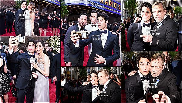 * 11/06/17 : Darren Criss était présent lors de l'événement des « Tony Awards », qui avait lieu dans New York. Darren est vraiment resplendissant. J'aime beaucoup son costume, ainsi que son noeud papillon. Cette tenue lui va à merveille je trouve - Un Top !  *