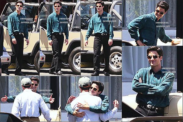 * 03/08/17 : Darren Criss a été repérée, alors qu'il était sur le tournage de la série « American Crime Story ». Darren est superbe. Dommae qu'il n'y ait pas plus de photos. J'aime beaucoup ses lunettes de soleil. La tenue qu'elle porte est sympa aussi. Un Top.  *