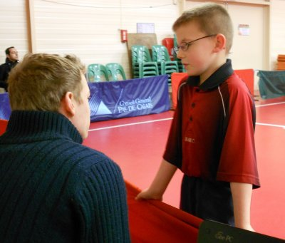Moment de complicité entre jeune et entraîneur
