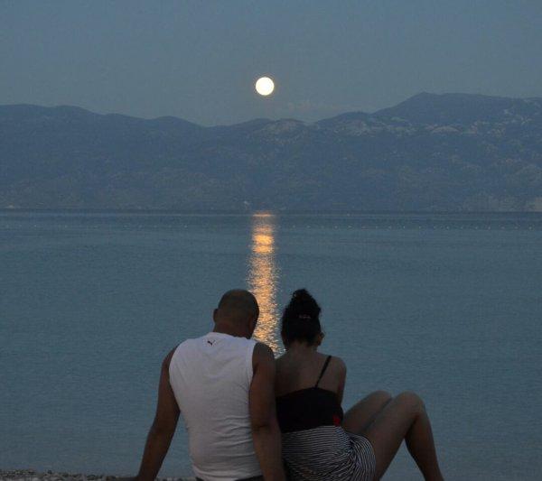un ciel,un soleil,nos coeurs qui battent et toi oh oui toi c'est juste le reve que je souhaite mon amour
