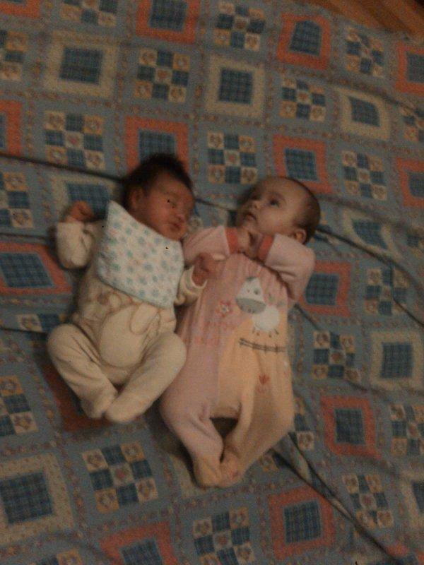 voici ma petite fille Guénora la plus grande....la fille de Marie Gabrielle et Kyle le fils de Nicolas