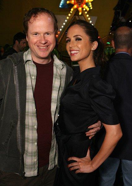 """Joss Whedon, Créateur de """"Buffy"""" et d' """"Angel"""", et son Actrice Eliza Dushku"""