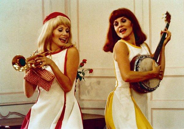 """Les Robes des héroïnes des """"Demoiselles de Rochefort"""" m'évoquent des Berlingots. À ce sujet, je recherche désespérément une personne capable de m'en confectionner une !"""