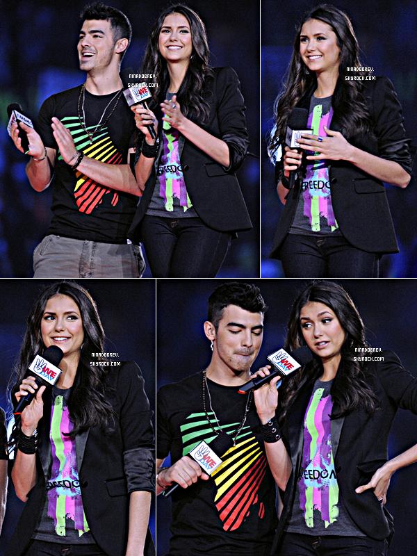 "27.09.2011 | Nina Dobrev et Joe Jonas ont présenté l'évènement ""We Day"" à Toronto."