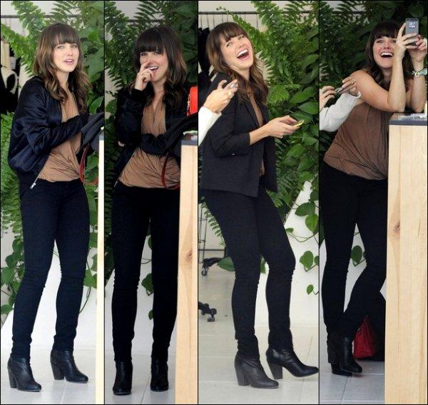 Le 28/02, Sophia s'est rendue à l'événement « Dukes of Melrose' Launch ». Je lui met un top! Le 26/02, elle est allée faire du shopping avec des amis. J'adore sa tenue! Top pour moi +photos personnels