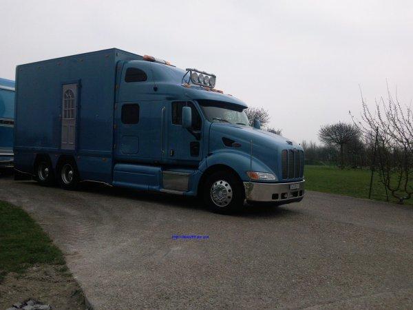 Peterbilt 386 truck model 2009