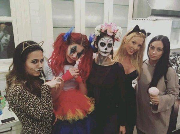 Nina dobrev a une soiree Halloween hier